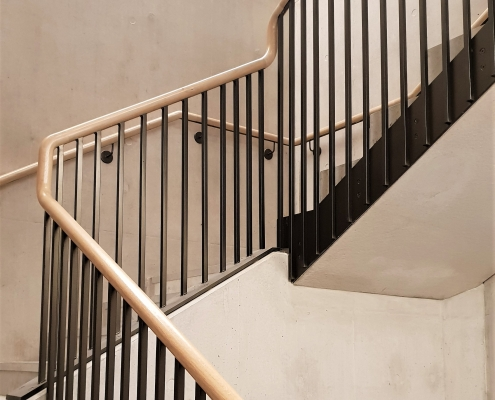 Continuous Oak handrail on balustrade & wall mounted with brackets