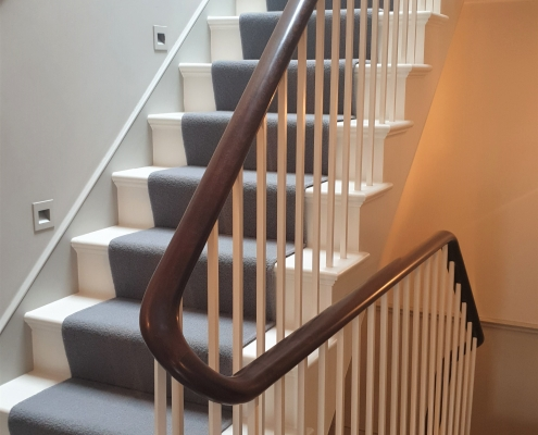 Mahogany bespoke timber handrail with Shite square profile spindles