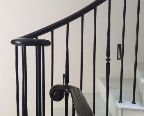Rams horn handrail volute