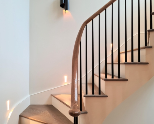 Opening cap to curved rising handrail with rounded Black spindles