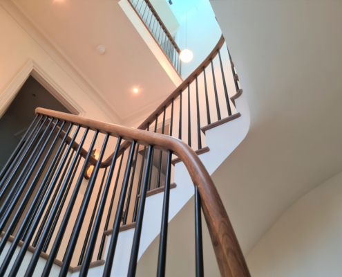 Rising handrail & Black rounded spindles