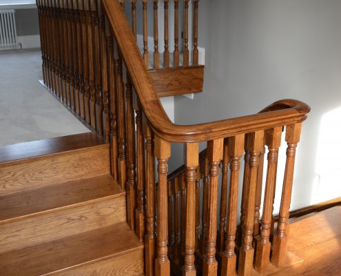 Oak handrail and spindles on landing area