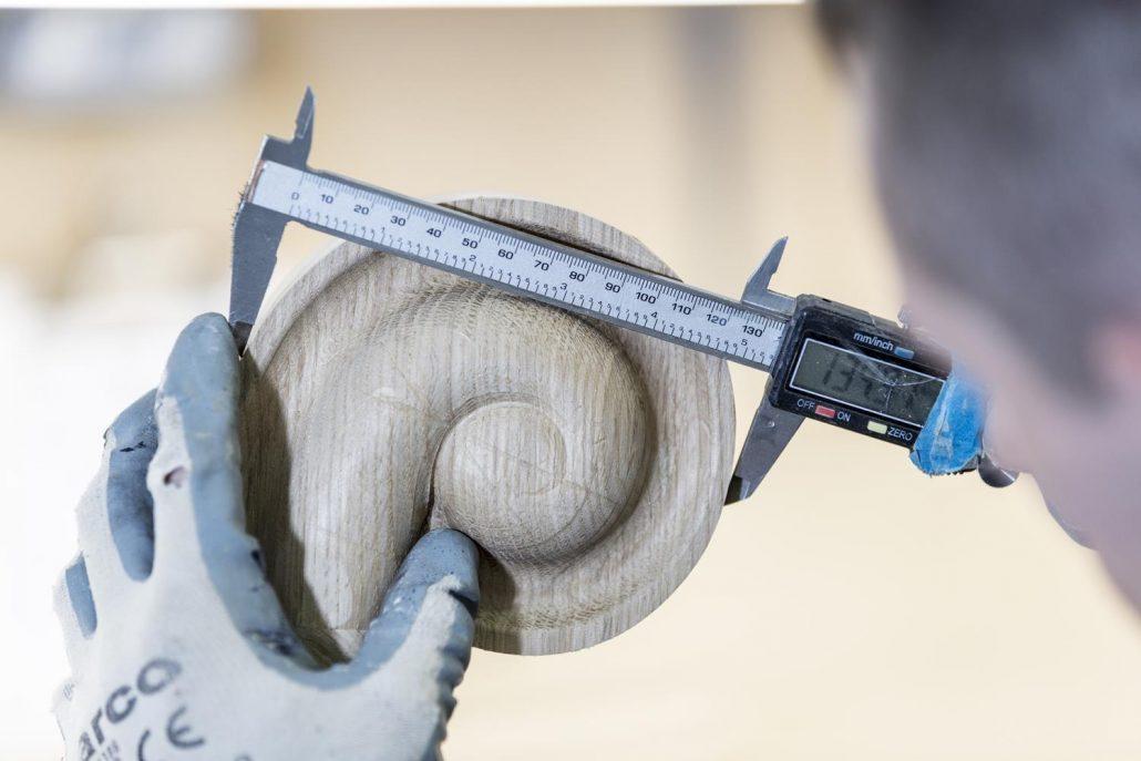 Handrail scroll inspection using measuring tool