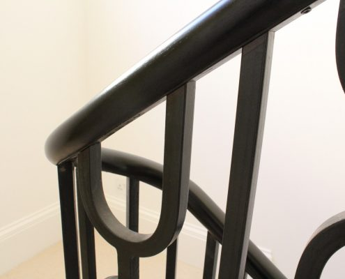 Oval handrail with a polished finish with steel balustrade