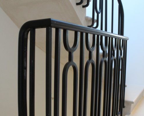 Landing oval handrail & swan neck with polished finish and steel balustrade