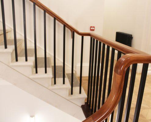 Handrail swan neck