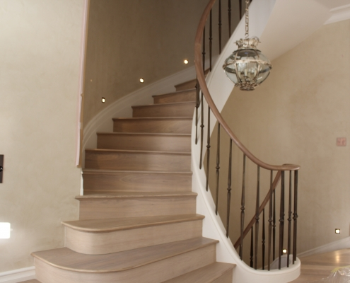 Oak handrail with steel brass finished spindles