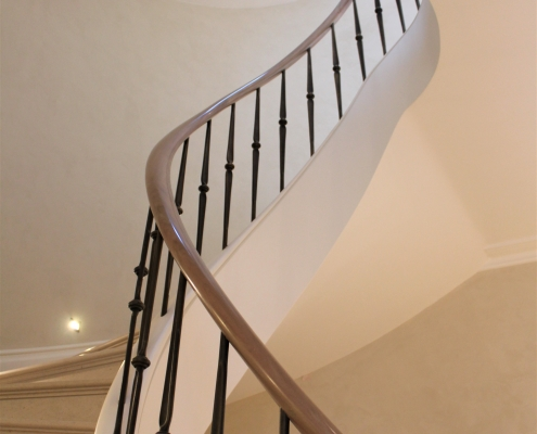 Oak handrails & steel spindles to curving staircase