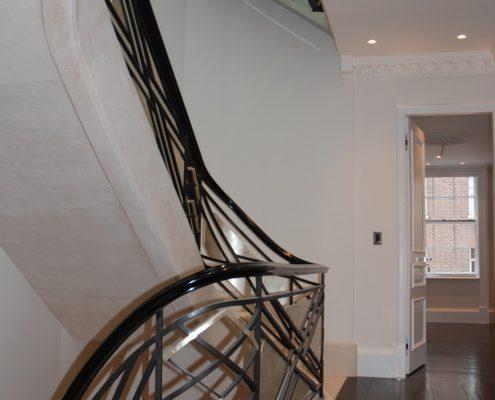 Landing steel balustrade fit to stringer